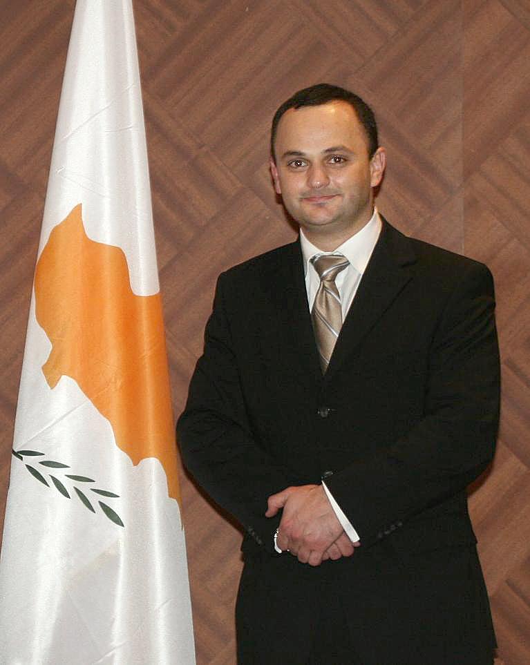 Антонис Саммутис